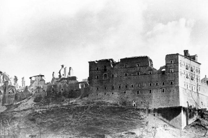 Ruiny-klasztoru-na-Monte-Cassino.